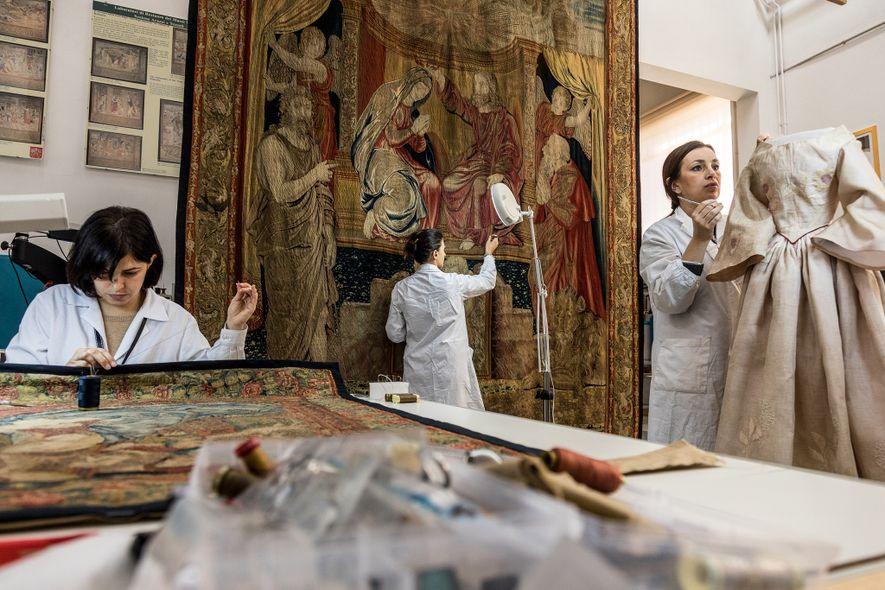 O Gabinete de Conservação dos Museus do Vaticano monitoriza com regularidade a condição das obras de ...