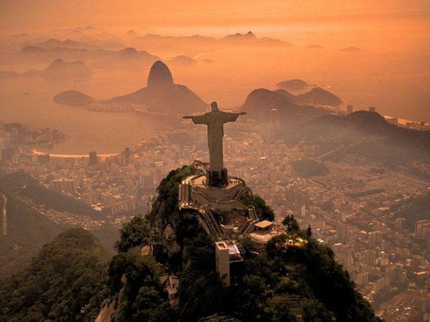 """Do alto do Corcovado, """"Cristo Redentor"""", ou """"Cristo Redentor"""", guardar a cidade do Rio de Janeiro, ..."""