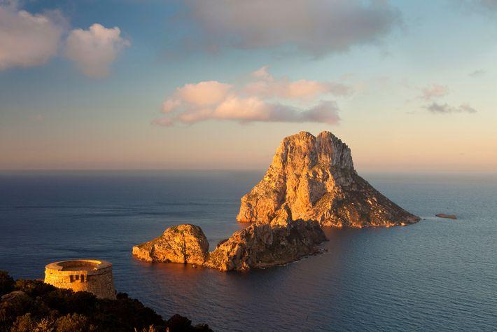 Desde 2002 que as ilhotas Es Vedrà, Es Vedranell e Es Illots de Ponent estão protegidas ...