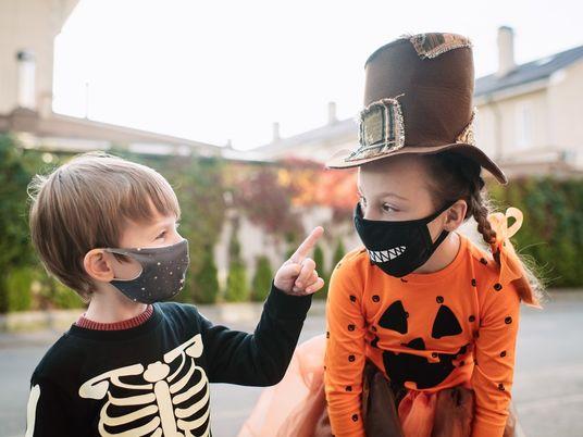 Com Estas Ideias Criativas, os Pais Não Precisam de Cancelar o Halloween