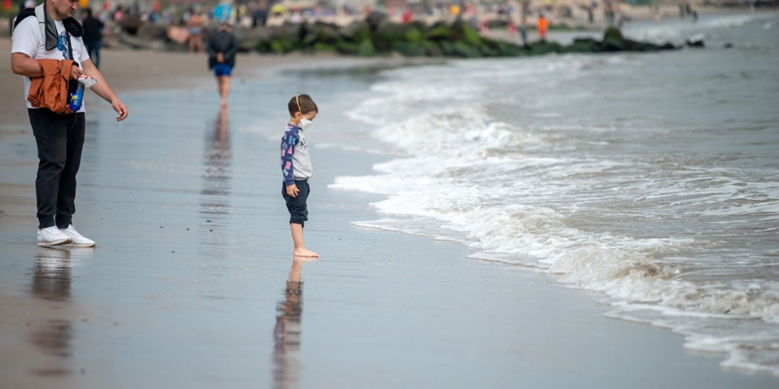 Piscinas? Cinema? Restaurantes? Como os Pais Podem Proporcionar Um Verão Seguro aos Filhos