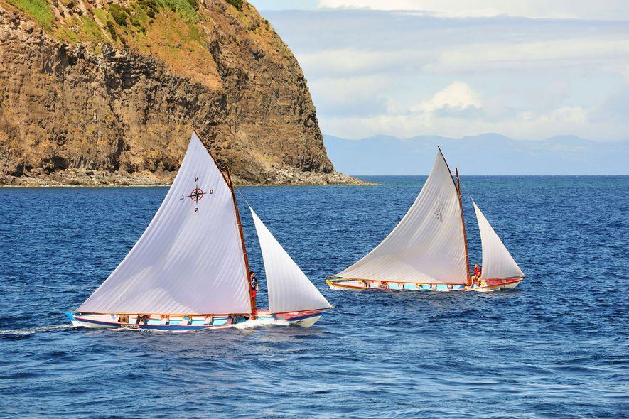 Veleiros entre as ilhas do Faial e do Pico
