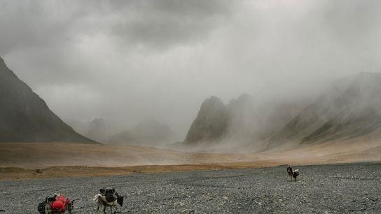 Paul Salopek a percorrer o remoto Corredor de Wakhan, no Afeganistão, em setembro de 2017, na ...