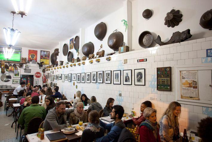 Bar do Mineiro – uma das casas mais famosas do bairro boémio de Santa Teresa – ...