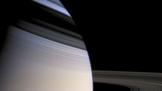 Ondulações nos anéis de Saturno revelam o núcleo gigante e lamacento do planeta