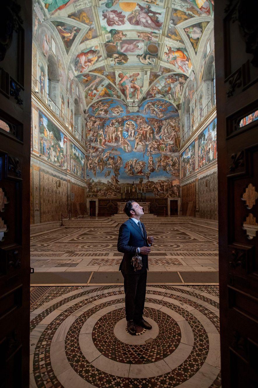 """""""Todas as manhãs, quando entro na Capela Sistina, sinto um novelo de emoções"""", diz Crea."""