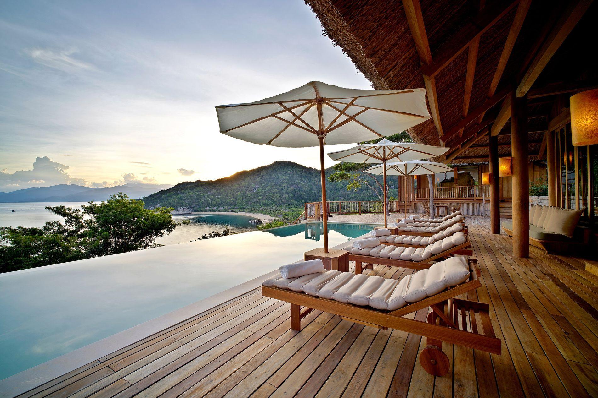 A piscina da unidade hoteleira Six Senses Ninh Van Bay.