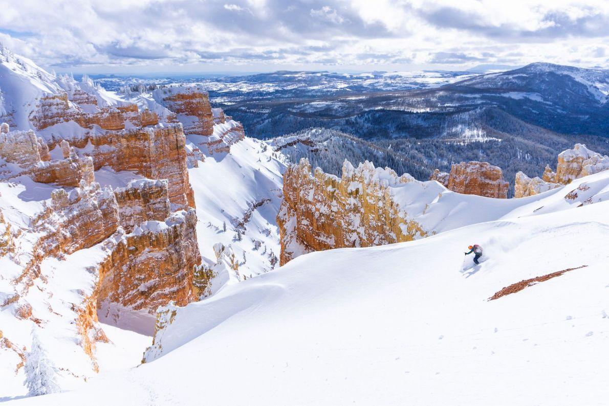No sul de Utah, as pistas de esqui são delimitadas por camadas de rochas de cores ...