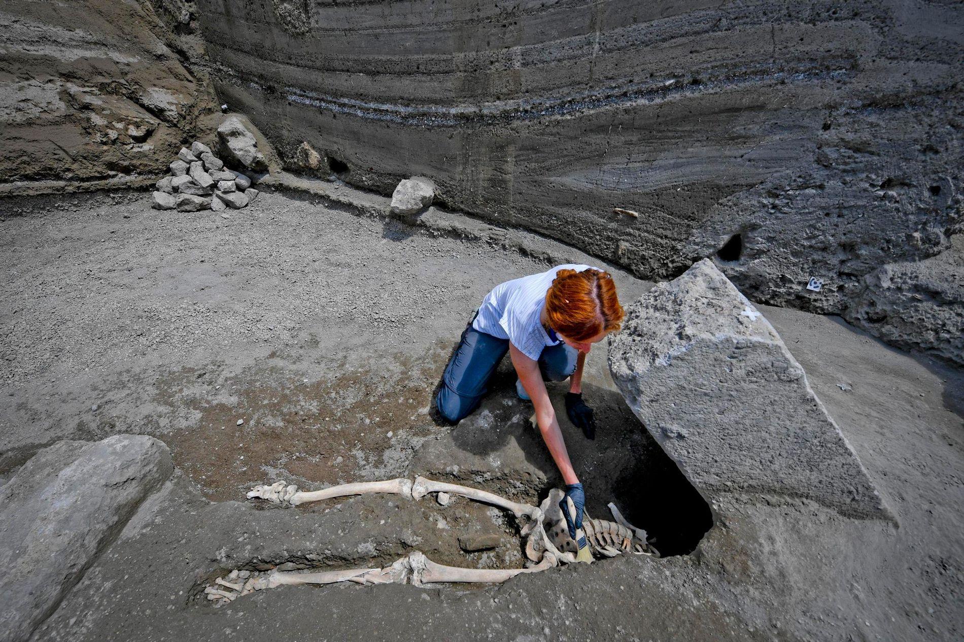 Os restos mortais de um homem.
