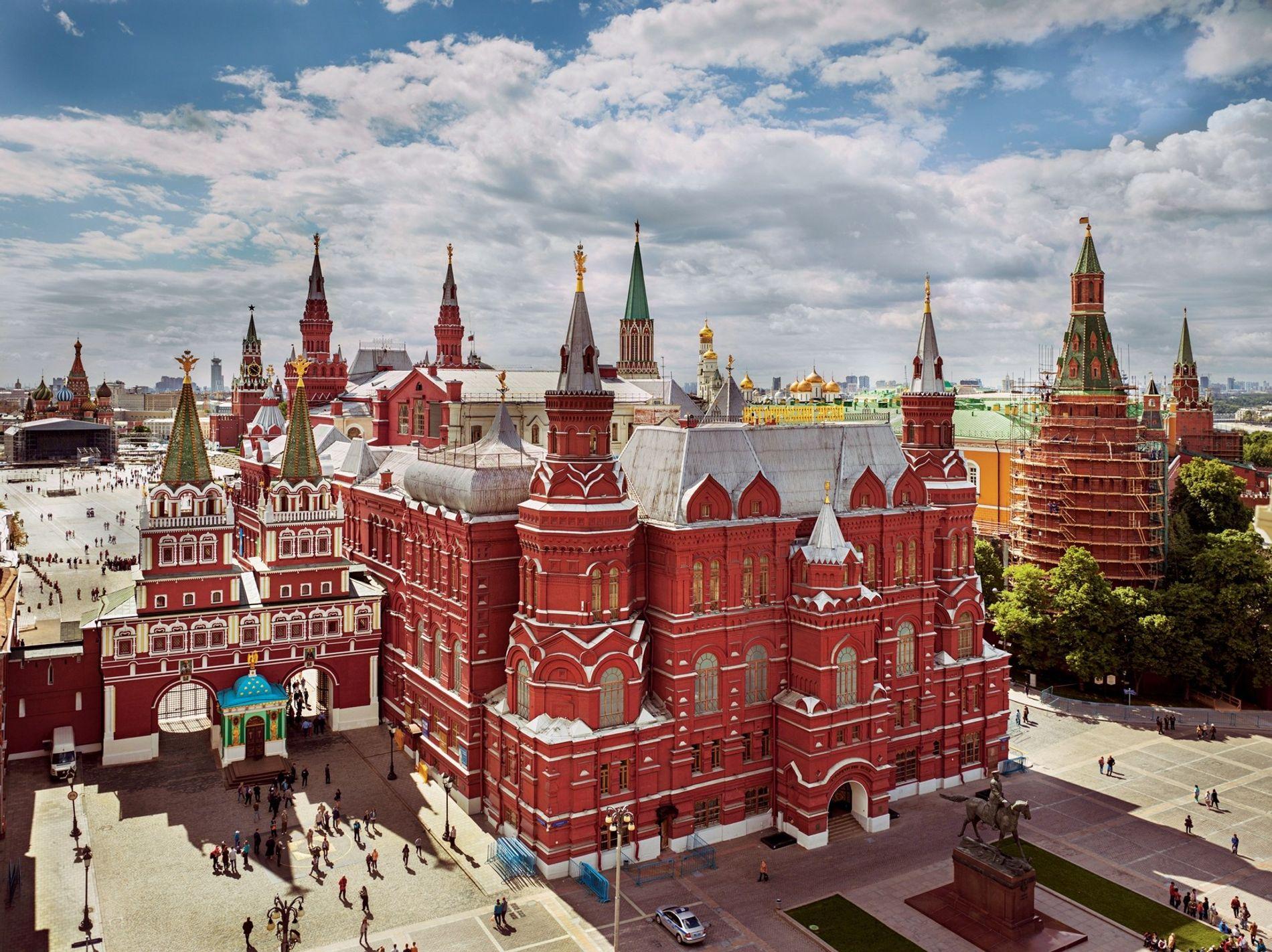 As torres do Museu Histórico do Estado, na Praça Vermelha, ficam bastante próximas de alguns dos ...