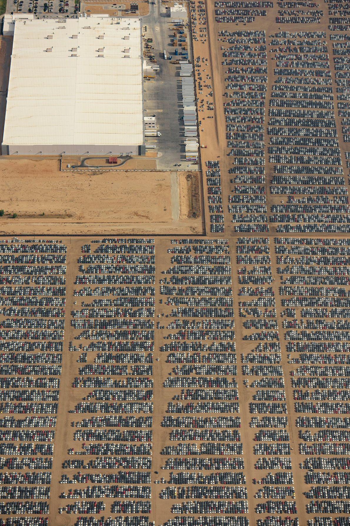 O Aeroporto Logístico do Sul da Califórnia é um dos 37 locais de armazenamento de automóveis ...