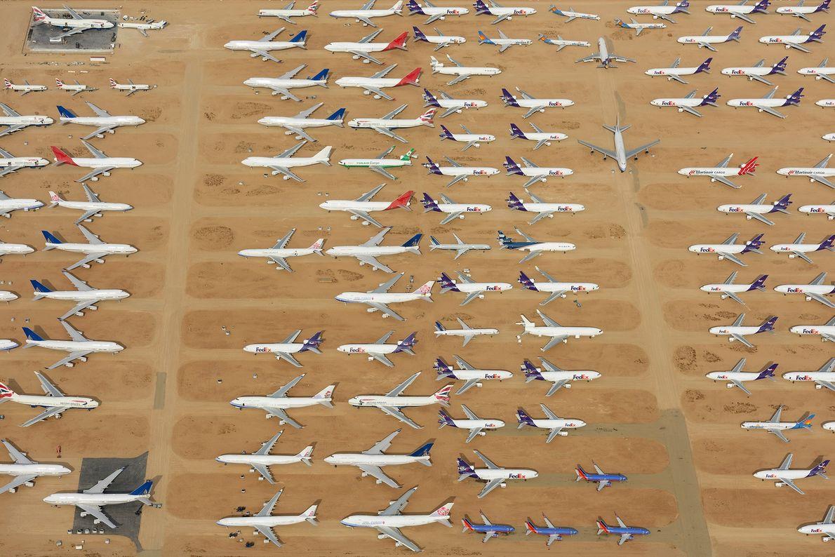 O Aeroporto Logístico do Sul da Califórnia é um famoso cemitério de aviões retirados de circulação.