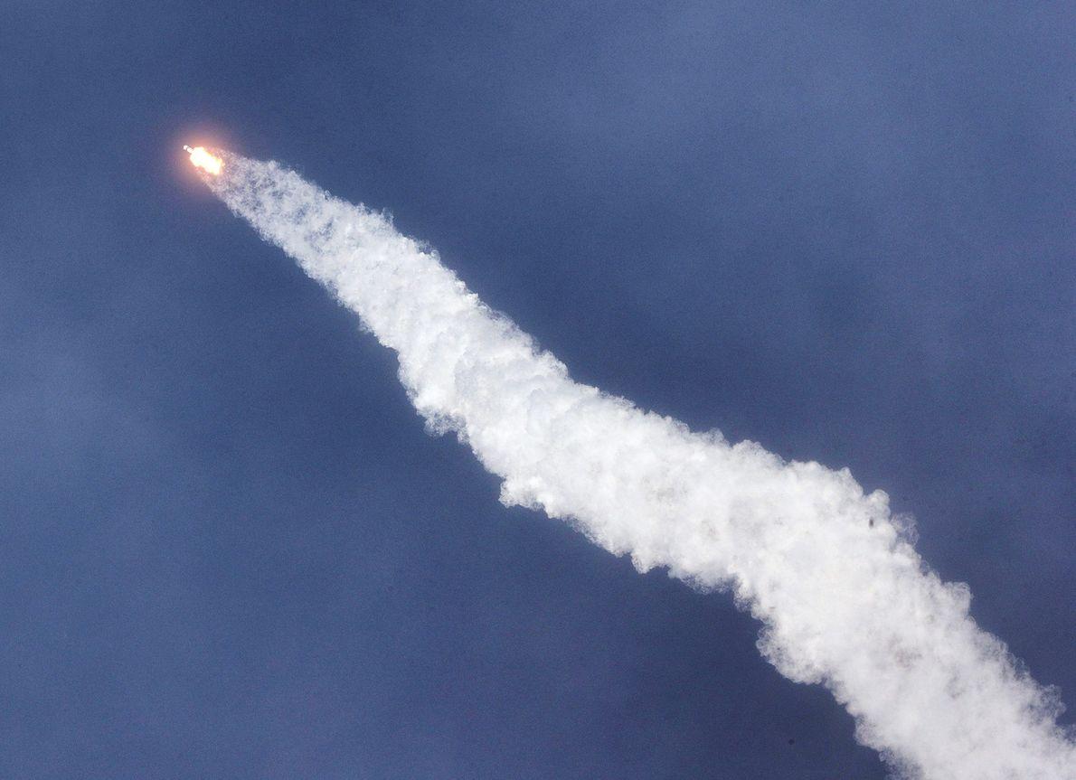 No dia 30 de maio, o foguetão Falcon 9 catapultou os astronautas Doug Hurley e Bob ...