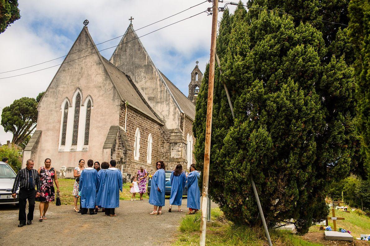 Membros da igreja reunidos em Santa Helena.