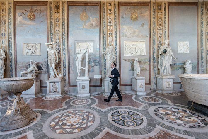 A Galeria de Estátuas e a Sala dos Bustos expõem obras como Adriana Adormecida e os ...