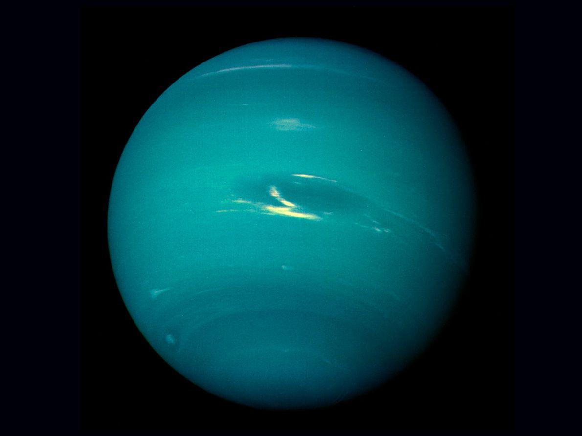 Voyager 2 completou o voo planetário final a 25 de agosto de 1989, com uma imagem ...