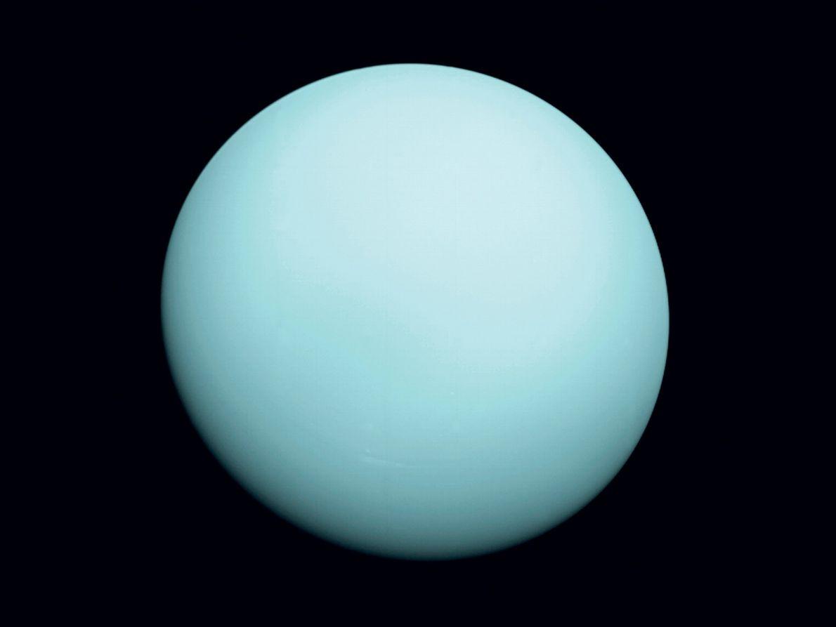 Em janeiro de 1986, a Voyager 2 chegou a 80.000 km do gigante gelado Urano, enviando ...