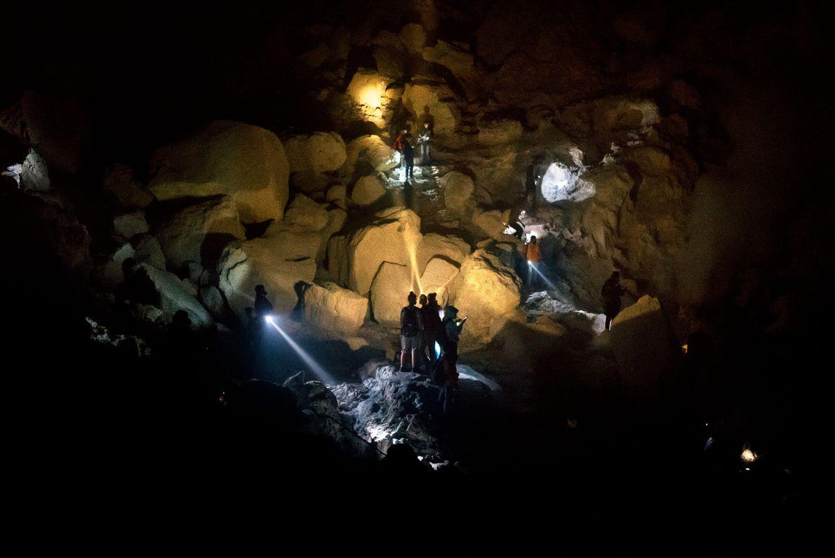 Cratera do monte Ijen chega a receber mais de mil visitantes por dia