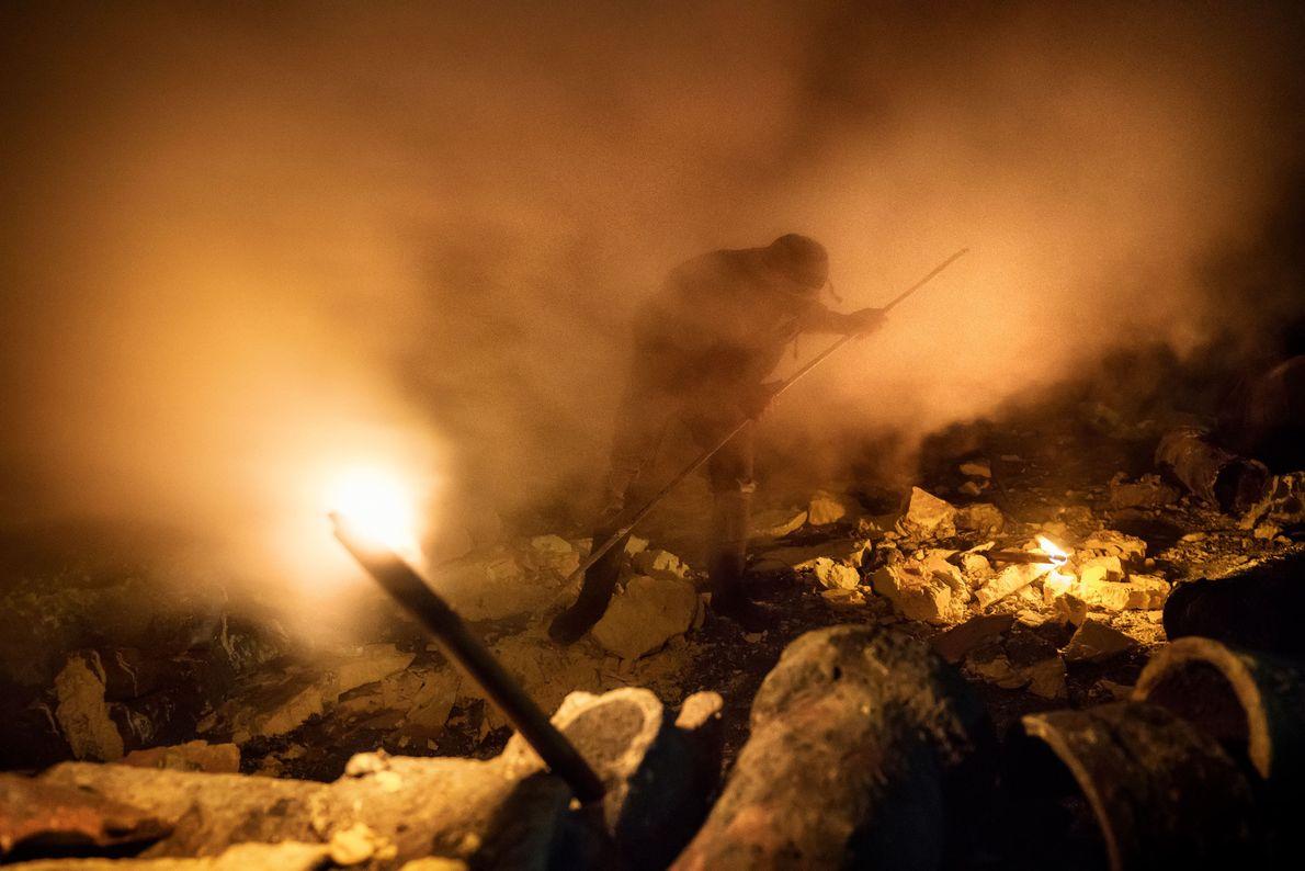Mineiro envolto numa nuvem de gás sulfúrico