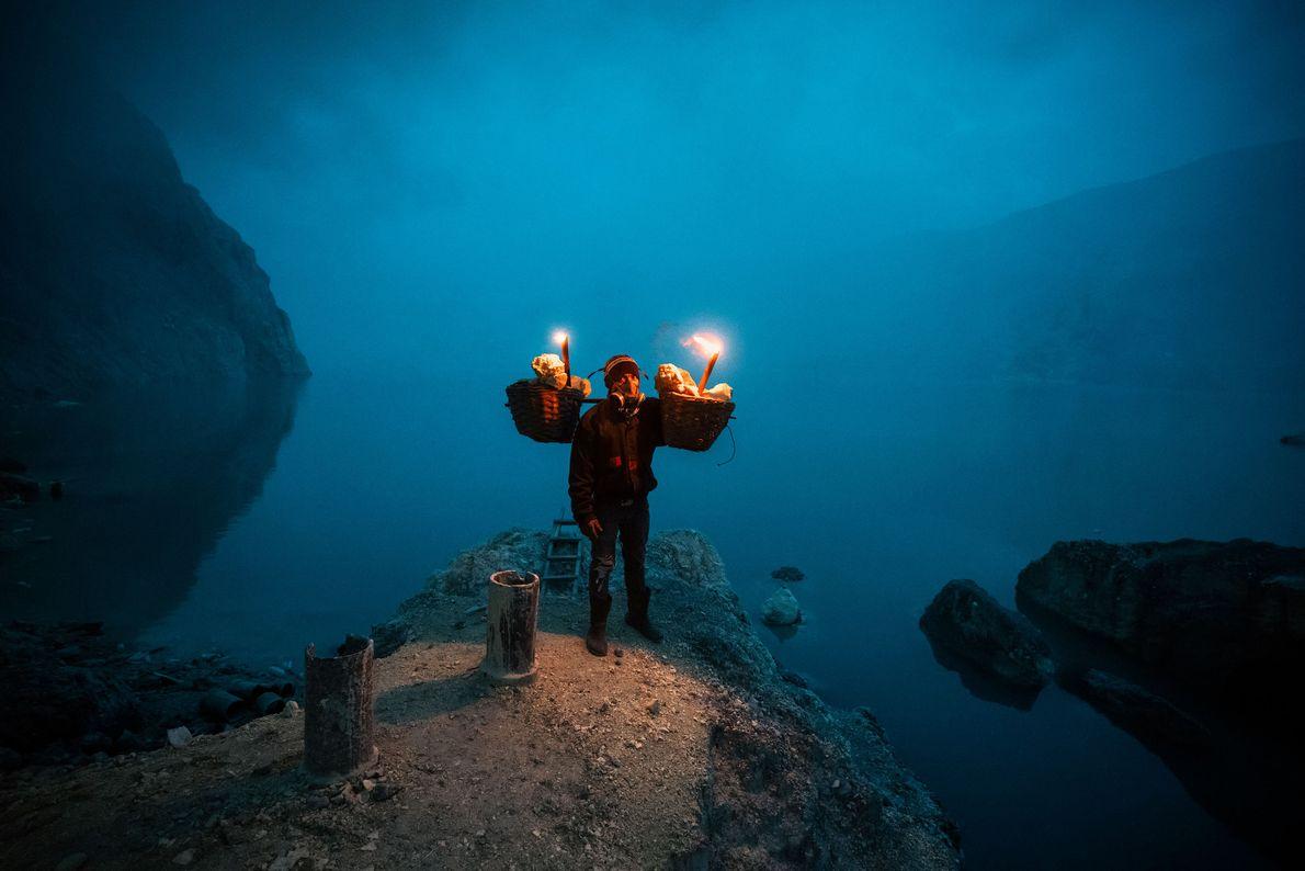 Hadis, de 36 anos, trabalhou dez anos como mineiro a tempo inteiro