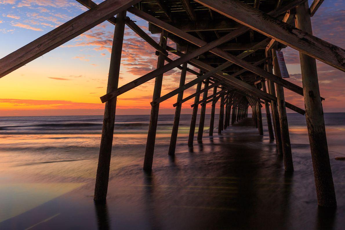 Praia Sunset, Ilhas Brunswick, Carolina do Norte.