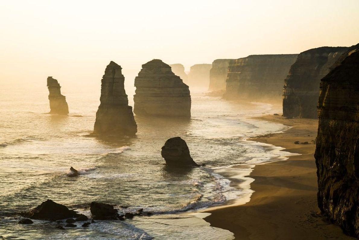 Torres de calcário ao largo da costa de Victoria, na Austrália