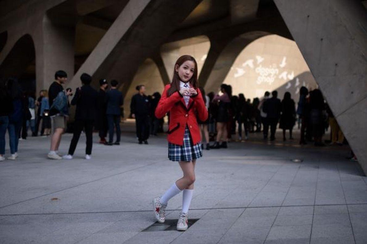 Yoon Hyerim, de 10 anos, posa para a fotografia.