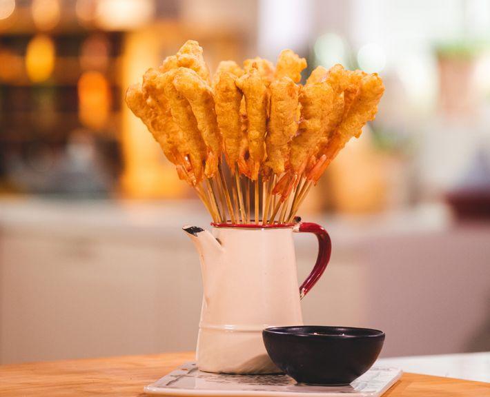 Uma receita de tempura de camarão da chef Cátia Goarmon.