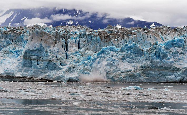 Os glaciares de mar, como este no Alasca, sofrem um degelo subaquático 100 vezes superior ao ...
