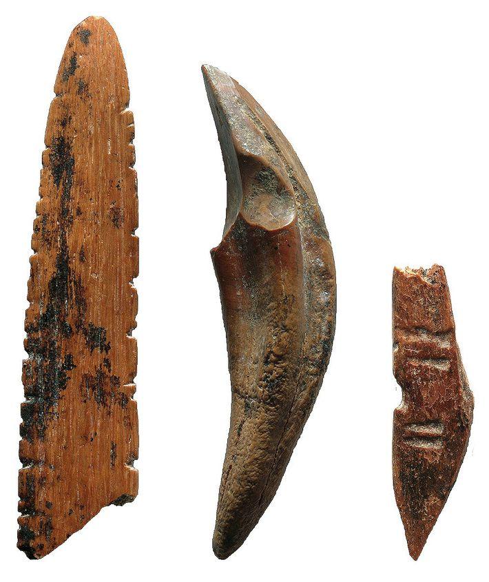 As ferramentas encontradas em Fa-Hien Lena, no Sri Lanka, foram feitas a partir de ossos e ...