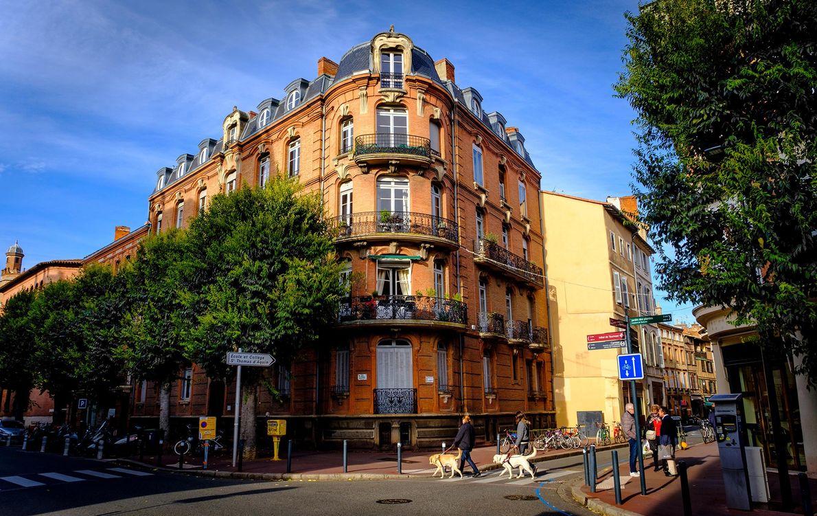 TOULOUSE – Faça um piquenique nas margens do rio Garonne, ou faça um passeio de barco …