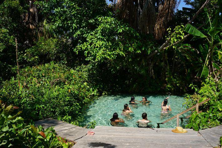 Um limite de oito pessoas ao mesmo tempo evita que o Fervedouro do Rio Sono fique ...