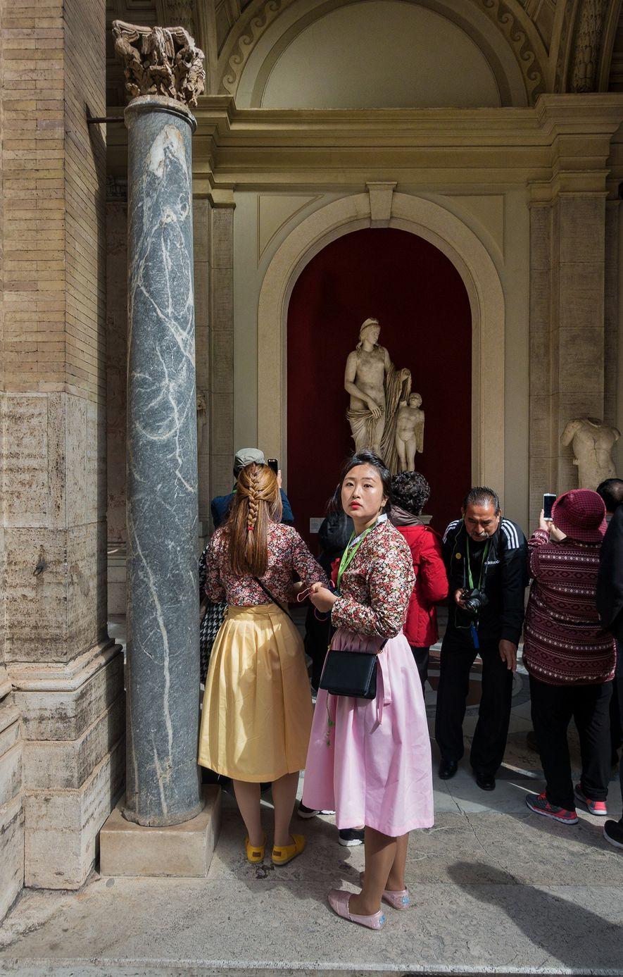 """Turistas fazem fila no exterior do Pátio Octogonal. """"Os museus são arte, cultura e história"""", diz ..."""