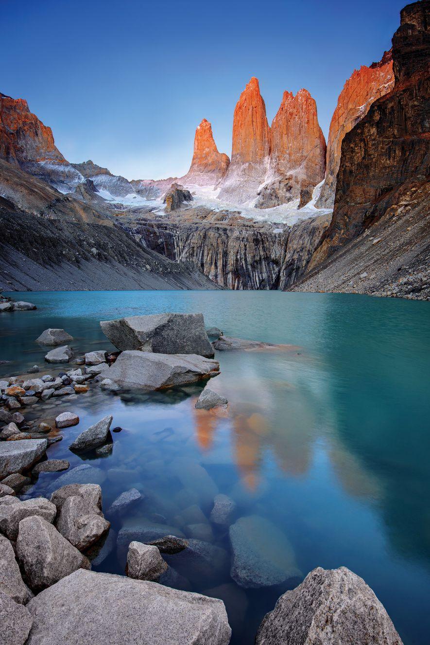 As Torres, vistas do Mirador Torres, nas primeiras horas da manhã quando os primeiros raios de ...