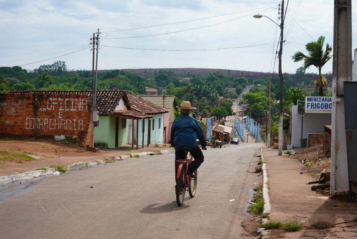 Nesta região remota do Brasil, as estradas alcatroadas terminam em Ponte Alta, uma das últimas aldeias ...