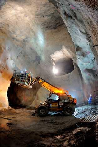 Trabalhos no fundo da mina de Neves-Corvo.