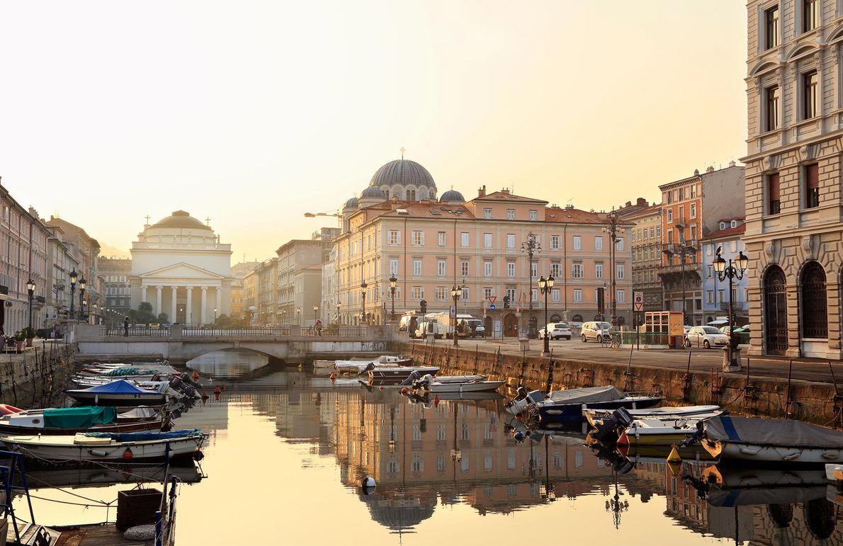 TRIESTE, ITÁLIA – Esta cidade portuária, entre a costa do Adriático e a fronteira com a …