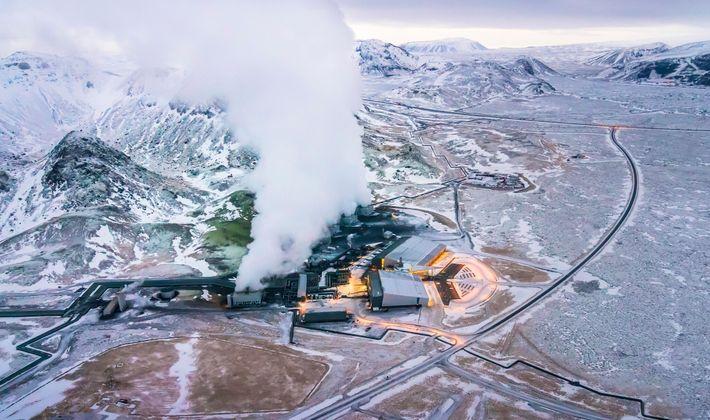 Numa instalação de captura de carbono em Hellisheidi, na Islândia, o gás é misturado com água ...