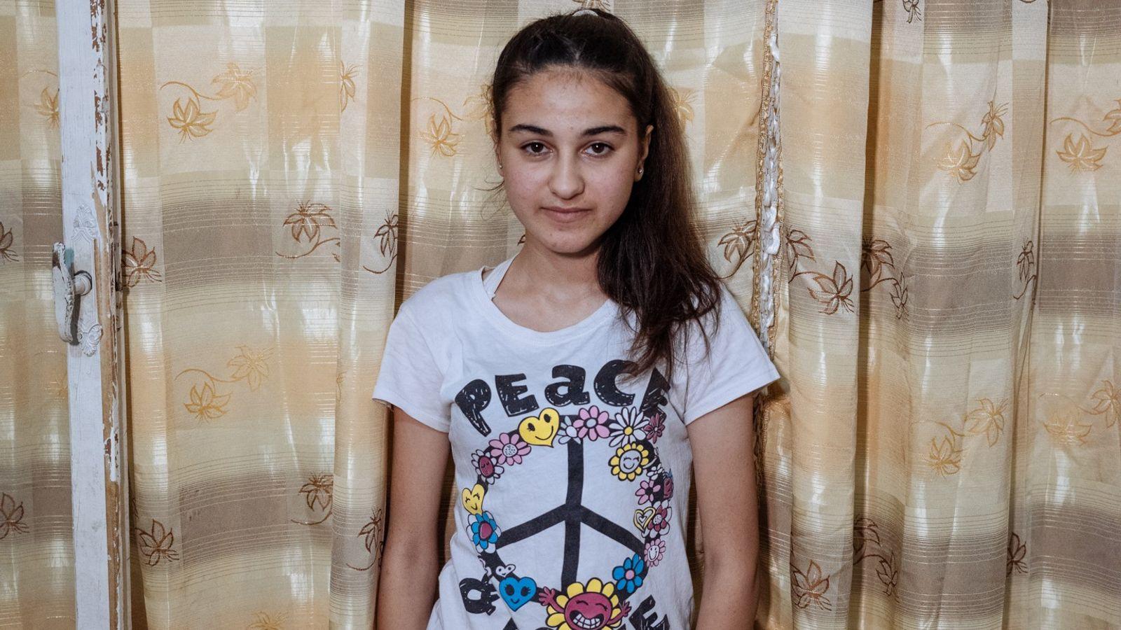 Xunava, de 16 anos, e a sua família escaparam de Alepo, na Síria, em 2014, para ...