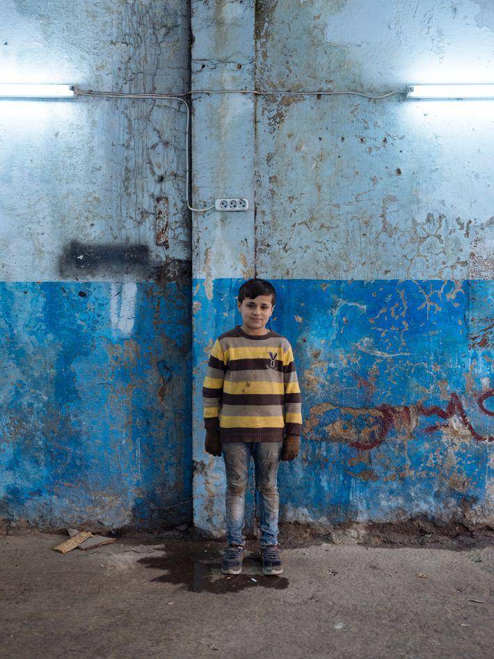 Mahmoud parece mais novo do que é na realidade. A sua mãe acredita que o crescimento ...