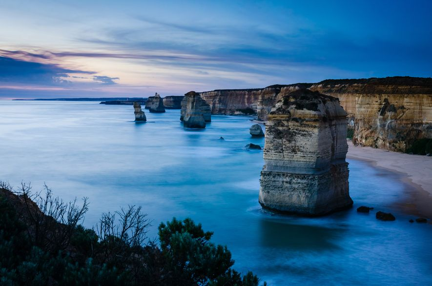 A formação rochosa 12 Apóstolos no Parque Nacional de Port Campbell, um importante marco natural australiano ...