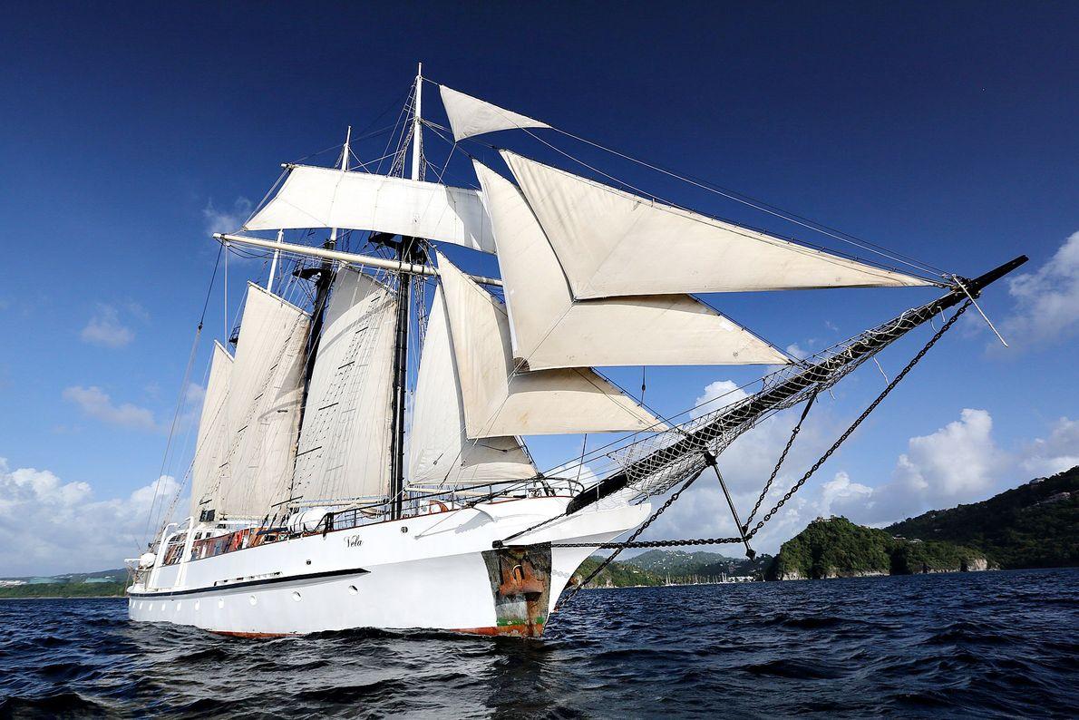 Vela da Island Windjammer, com capacidade para 26 passageiros.