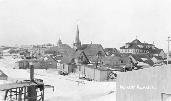 Nome em 1916. A população de Nome aumentou exponencialmente em 1899, quando foi encontrado ouro. A ...