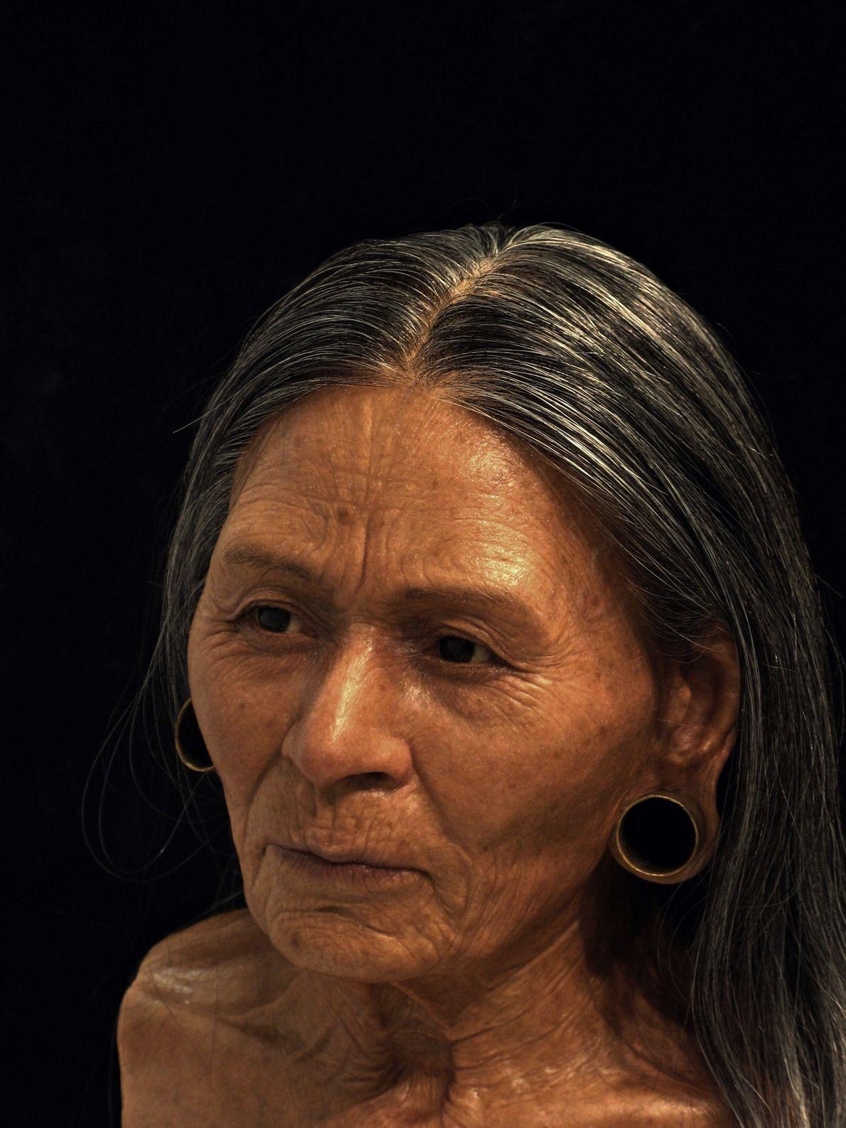 """A reconstrução da """"Rainha Huarmey"""" baseou-se nos seus restos mortais com 1200 anos encontrados no Peru. ..."""