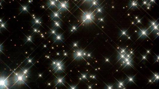 Antigas estrelas anãs brancas na Via Láctea, captadas pelo telescópio espacial Hubble da NASA em 2012. ...