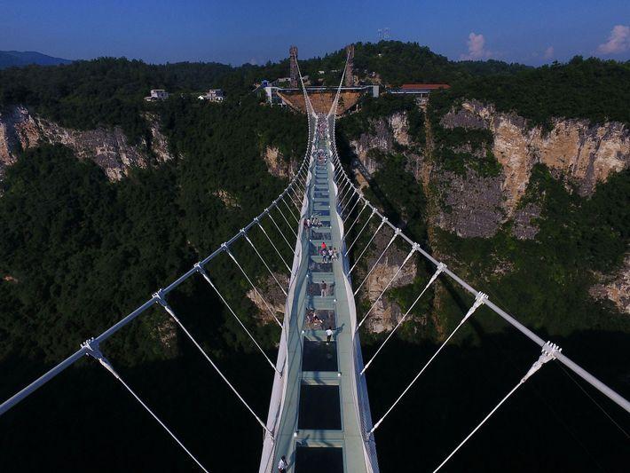 A ponte de vidro de Zhangiajie.